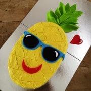 pineapple cake kit table