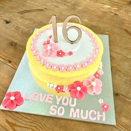 sweet-sixteen-birthday-cake-number-cake-flowers