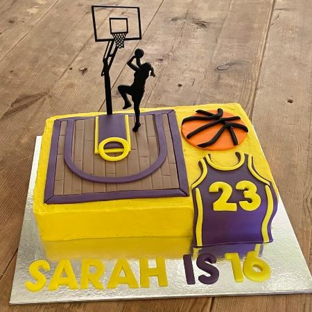 basketball-court-cake-womens-league